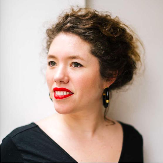 """Charlotte Pudlowski : """"Le podcast permet d'inventer une chorégraphie de l'écoute""""."""